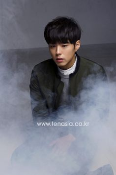 http://img.tenasia.hankyung.com/webwp_kr/wp-content/uploads/2016/01/2016010809255893183-540x810.jpg