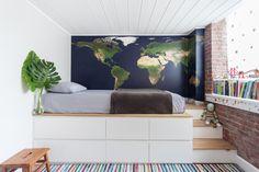 kids bedroom decor with a world map and striped rug - Best Interior Design Ideas Home Bedroom, Bedroom Decor, Modern Bedroom, Bedrooms, Bedroom Wall, Build A Platform Bed, Elevated Bed, Cool Bunk Beds, Workshop Design