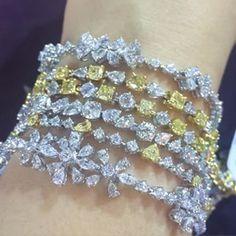 ⊱✦⊰ Mîɾą ⊱✦⊰ Diamond Bracelets, Diamond Jewelry, Bangles, High Jewelry, Metal Jewelry, Jewellery, Bride Necklace, Jewelry Watches, Jewelry Design