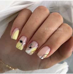 20 Hottest & Catchiest Nail Polish Trends in 2019 Classy Nails, Stylish Nails, Simple Nails, Cute Acrylic Nails, Cute Nails, Pretty Nails, Minimalist Nails, Spring Nail Art, Spring Nails