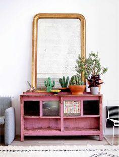 L'intérieur de Cécile Figuette à Paris - ELLE mag || Un meuble patiné en rose