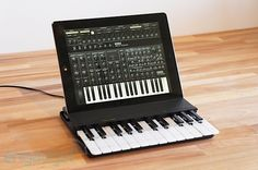 Wireless music keyboard for iPad