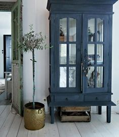 my scandinavian home: A lovingly renovated Norwegian home dating back to the >matte grey/blue cabinet Furniture Projects, Kitchen Furniture, Furniture Makeover, Diy Furniture, Blue Furniture, Vintage Furniture, Apartment Furniture, Diy Projects, Furniture Inspiration