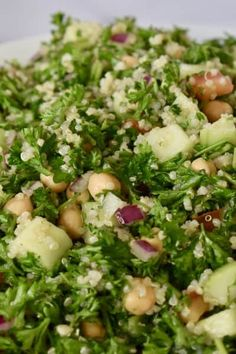 Parsley Quinoa Chickpea Salad is a tasty and refreshing take on traditional tabbouleh salad. Made with parsley, cucumbers, tomatoes, quinoa, and chickpeas, and topped with a lemon juice and olive oil. #parsleysalad #tabbouleh #antiinflammatory