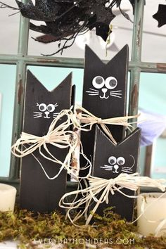 Wooden Black Cat Family (Easy DIY Halloween Decoration Craft Tutorial) – House of Pixel Dust Wooden Halloween Crafts, Wooden Halloween Decorations, 2x4 Crafts, Decor Crafts, Holiday Crafts, Diy Decoration, Diy Wooden Crafts, Dessert Decoration, Fall Crafts