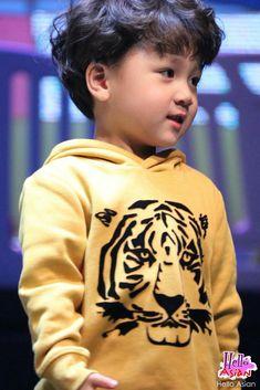 Hao Hao in Thailand Cute Baby Boy, Cute Kids, Cute Babies, Ulzzang Kids, I Kid You Not, Asian Babies, Cute Korean, Triplets, Boy Fashion