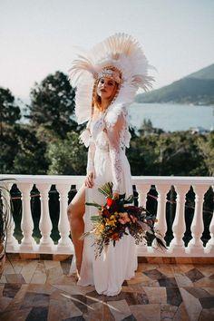 Dia Internacional da Mulher   Inspire-se em noivas que ousaram no casamento Bouquet, Wedding Stuff, Manicure, Villa, Bride Groom Dress, Beauty Trends, Wedding Website, International Women's Day