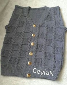 Stricken Anleitung :cross-pirnç-the-vest-model burgull Baby Boy Sweater, Knit Baby Sweaters, Boys Sweaters, Baby Cardigan, Baby Knitting Patterns, Knitting Designs, Hand Knitting, Mohair Cardigan, Diy Crafts Knitting