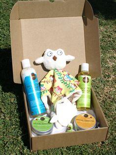 MODELO BUHITOS -->Todo lo necesario para el cuidado del bebé del modo más natural.Productos de cosmética 100% naturales. ---  Champú y gel de baño suave, aceite corporal, bálsamo de carita y labios, bálsamo protector y bálsamo reparador para el culito. Incluye un doudou (mantita de apego) de elaboración artesanal.