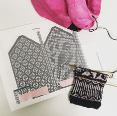 Knitted Mittens Pattern, Knit Mittens, Charts, Knitting, Beadwork, Diy, Bags, Patterns, Handbags