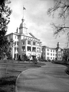 Horrifying asylum kitchen mix-up left dozens dead Sent downstairs to fetch a pan of powdered milk, a kitchen assistant at the Oregon State Hospital dipped his scoop into the wrong bin — and brought back six pounds of roach poison. It was mixed into the eggs and fed to 467 people. | Offbeat Oregon History | #ORhistory