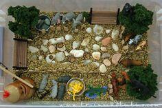Zoo sensory tub - Lentils as dirt! Preschool Zoo Theme, Preschool Summer Camp, Preschool Colors, Preschool Science, Sensory Art, Sensory Tubs, Sensory Boxes, Pet Theme, Farm Theme