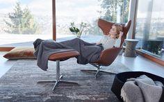 Jako květina otáčející se za sluncem - to je ONSA - jedinečné křeslo značky Walter Knoll inspirované jemnou květinou. Křeslo se po usednutí a opření otevře jako kalich, který vyvolává pocit bezpečí a pohodlí zároveň. Eames, Furniture Design, Chair Design, Designer, Sofas, Interior Design, Lounge Chairs, Amsterdam, Home Decor