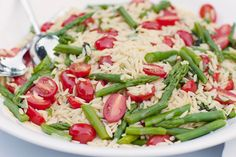 Lemon Basil Orzo with Fresh Asparagus and Tomatoes - Summer Wedding Menu Summer Wedding Menu, Brunch Wedding, Wedding Foods, Lemon Basil, Fresh Asparagus, Summer Dishes, Orzo, Pasta Salad, Green Beans