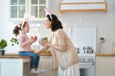 Οι αγαπημένες μας πασχαλινές παραδόσεις & πώς θα δημιουργήσουμε καινούργιες φέτος με τα παιδιά