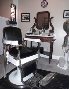 The Magazine Street Barber Shop - New Orleans, LA - Congress style barber chair Barbershop Design, Barbershop Ideas, Mobile Barber, Shaved Hair Cuts, Lawn Chairs, Barber Chair, Vintage Chairs, Vintage Hairstyles, Hairdresser