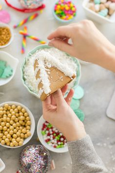 Gingerbread house making party / 5 Tips for a Perfect Gingerbread House Making Party / Holiday Traditions / Christmas Entertaining Ideas / Cath Kidston / Sponsored / #MyCathKidston