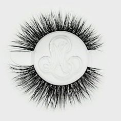 – Minki Lashes – Best Mink Eyelashes features evenly distributed fluttery double row eyelashes with a natural elongation of mink fur strands towards the outer corner for a foxy effect. False Eyelashes Tips, Mink Eyelashes, Faux Lashes, Eyelash Tips, Homemade Scrub, Skincare Blog, Magnetic Eyelashes, Moisturizer With Spf, Eye Shapes