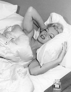 Marilyn Monroe - 1953 - In bed with a bottle of Chanel No. 5 - Photo by Bob Beerman - @~ Mlle