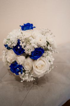 Royal blue, cobalt blue, silver and white wedding flowers by Chickabloom Floral Studio, Vancouver, WA.  Bridal bouquet includes lue roses, baby's breath, hydrangea, blue flowers. Photography by  Bella Lucia Photography