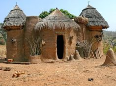 Tiny Village in Benin, Afrika Vernacular Architecture, Organic Architecture, Ancient Architecture, Out Of Africa, West Africa, African Hut, Short Trees, Mud Hut, Natural Building