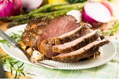 Свинина —мясо, которое всегда может стать еще лучше, если вы используете правильный маринад. Маринование свинины необходимо, если вы хотите получить мягкое мясо, буквально тающее во рту. Неважно, что вы готовите – шашлык на мангале, стейк на гриле или буженину в духовке, с подходящим маринадом эти блюда станут еще более ароматными, сочными и нежными. Мы собрали десять лучших рецептов маринадов, которые подойдут для свинины и разнообразят ее вкус.