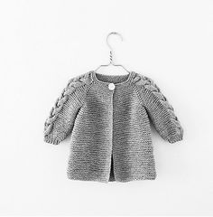 Nordic Spring Jacket (English) – Knit By TrineP Fall Cardigan, Knitted Baby Cardigan, Knitted Hats, Kids Knitting Patterns, Knitting For Kids, Tie Dying Techniques, Spring Jackets, Jacket Pattern, Garter Stitch