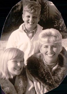 10 years old with mom and Greg. Sailor is the spitting image of this christie 10 Year Old, 10 Years, Spitting Image, Christie Brinkley, Good People, Sailor, Teen, Mom, Couple Photos