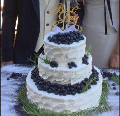 #ブルーベリー たっぷりの #ウェディングケーキ ! #フルーツ #オリジナルケーキ #ケーキトッパー #ファーストバイト #サンクスバイト #結婚式 #プレ花嫁 #卒花嫁 #ヴィラデマリアージュ高崎