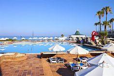 Hotel posicionado como el número 7 dentro de los 25 mejores hoteles en España, en 2016, para viajar en familia según TripAdvisor.  Este hotel, que cuenta con una piscina cubierta y una sauna, es una base de lujo para su estancia en Novo Sancti Petri. Además, ofrece un club infantil, pensión completa y una piscina infantil.  El hotel dispone de una bebida de bienvenida. En el establecimiento hay un spa y un campo de golf.  La propiedad cuenta con 413 habitaciones con aire acondici...