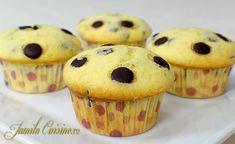 Briose cu fulgi de ciocolata - reteta video Romanian Desserts, Romanian Food, Muffin Recipes, Baby Food Recipes, Cooking Recipes, Good Food, Yummy Food, No Cook Desserts, Lunch Snacks