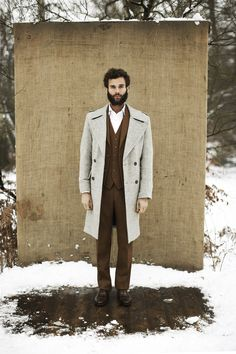 This look shows that it pays to invest in such elegant menswear pieces as a grey overcoat and a brown wool three piece suit. A nice pair of brown leather oxford shoes ties this look together. Hipsters, Grey Overcoat, Brown Suits, Fashion Looks, Winter Outfits Men, Three Piece Suit, Raining Men, Men Street, Street Style