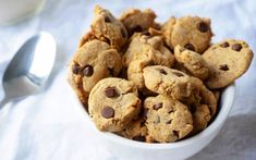 This crunchy cereal is the ultimate breakfast treat. Itty bitty chocolate chip almond flour cookies, sweetened with dates and a splash of vanilla extract are baked in the oven until golden and crisp.