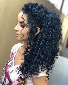 We LOVE curly hairstyles and here we will share some fantastic finishing touches to the beautiful woman's keys! Find your long curly hairstyle here! Curly Hair Cuts, Long Curly Hair, Curly Hair Styles, Natural Hair Styles, Easy Hairstyles For Long Hair, Permed Hairstyles, 1950s Hairstyles, Wedding Hairstyles For Curly Hair, Curly Wedding Hair