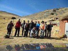 En la foto figuran: Ing. Antonio Cordero, Ing. Juan Carlos Guevara, Ing. Fernando Herreros, además de algunos trabajadores de la zona de Collpani y los propietarios.