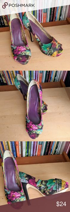 Madden Girl Floral Fabric Purple Heels 6.5M Madden Girl Floral Fabric Purple Heels 6.5M So Cute! Pre-Owned Good Condition. Shows some wear. See pictures A218 Madden Girl Shoes Heels