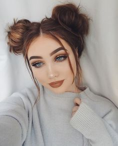 18 Charming Top Knot Hairstyles Make up Knot Bun, Top Knot, Pigtail Hairstyles, Cool Hairstyles, Two Buns Hairstyle, Korean Hairstyles, Hairstyle Short, Fashion Hairstyles, Hairstyles Haircuts