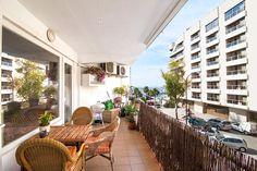 Trevlig lägenhet med terrass och havsutsikt nära Santa Catalina