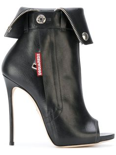 Compre Dsquared2 biker ankle boots.