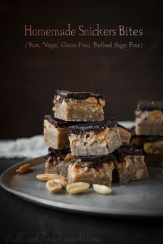 Homemade snickers bites recipe! Raw, Vegan, Gluten-Free and refined sugar free! Sound delicious !!!
