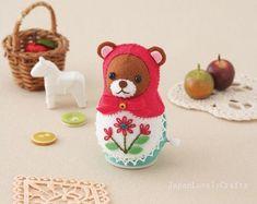 Filz-Uhrwerk Spielzeug russische Matroschka Puppe / Bär