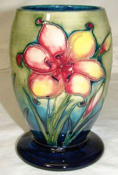 .Vintage William Moorcroft Pottery Freesia Vase