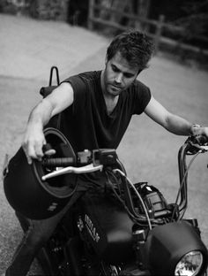 Paul Wesley Vampire Diaries, Damon Salvatore Vampire Diaries, Vampire Diaries Stefan, Vampire Diaries The Originals, Stefen Salvatore, Bonnie And Enzo, Bae, Supernatural Tv Show, Daddy Issues