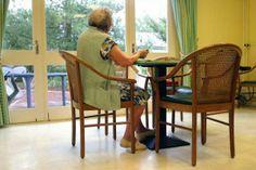 Ensomhed blandt de gamle koster samfundet dyrt - hvis ensomhed er udfordringen, hvordan kan vi skabe mere samhørighed, fællesskab m.fl.?