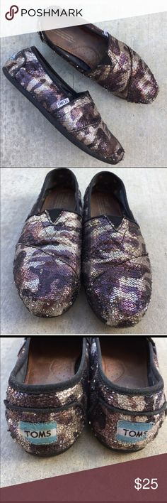 TOMS purple Camo & sequins shoes Gently worn , size 7, some missing sequins in front toe area and back heel , not noticeable MAkE A REASONABLE OFFER TOMS Shoes