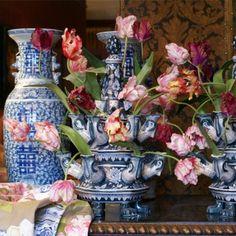 Seta Fiori zijden bloemen.  Tulip vases with Silk Flowers