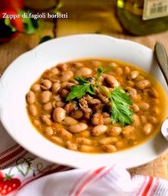come preparare una zuppa di fagioli borlotti freschi, un piatto nutriente ipocalorico sano perfetto per la cena autunnale Gnocchi, Chana Masala, Fett, Buffet, Food Porn, Beans, Food And Drink, Healthy Recipes, Healthy Meals