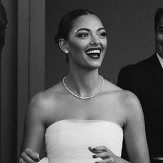 Miss Universe SA 2017 in tennis necklace and studs designed by Jack Friedman Tennis Necklace, Engagement Jewelry, Studs, Fine Jewelry, Universe, Celebs, How To Wear, Design, Women