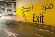 O Dubai Mall é o maior shopping center do mundo, com um estacionamento para mais de 14 mil vagas, distribuídas em três garagens distintas. Para esse ambiente, o escritório Two Twelve projetou um si…