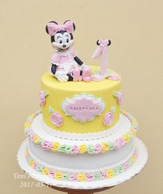 I can not understand why people want Minnie in pink …. For me the real Minnie is in red with white spots :). is sweet :) Mickey Mouse Cake, Minnie Mouse, Themed Birthday Cakes, Disney Cakes, Celebration Cakes, Daily Inspiration, Cake Ideas, Cake Decorating, Cartoon